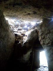 sous le dolmen